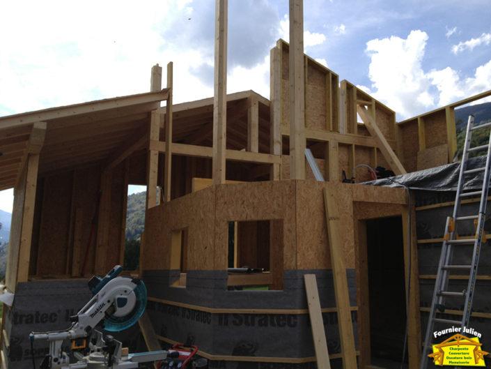 Maison en ossature bois réalisé par Julien Fournier charpentier à Bourg St Maurice