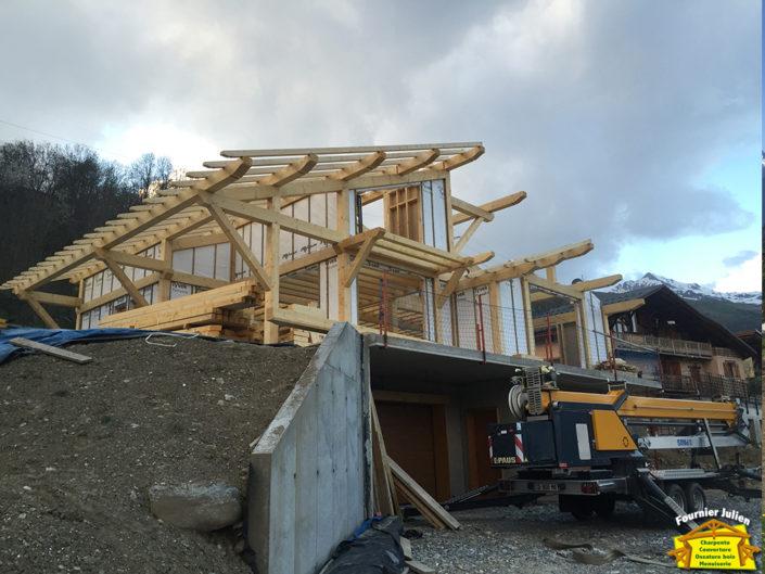 Julien Fournier charpente, réalisation de maison avec poteau en poutre à Bourg St Maurice